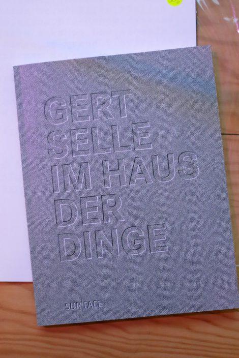 <p>Gert Selle – Im Haus der Dinge, erschienen im Surface Verlag</p>